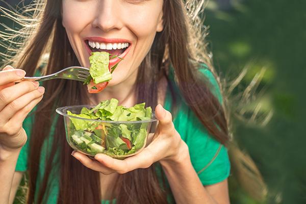 cuanto puede bajar de peso sin comer una semana
